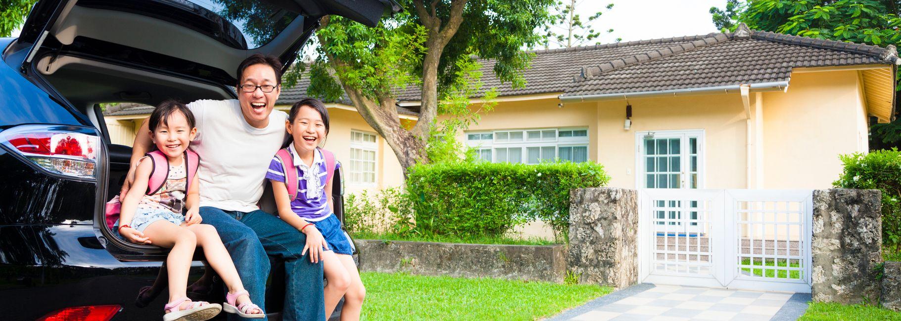 Happy family that refinanced auto loan